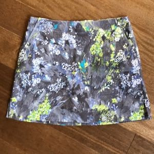 Lady Hagen skort, flowered gray/yellow/blue/white